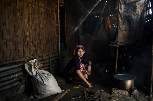 A photograph by Lynsey Addario of young woman in Say Tha Mar Gyi Camp