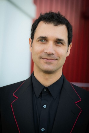 A portrait of Ramin Djawadi smiling at camera