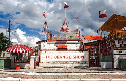 A picture of the entrance of the Orange Show